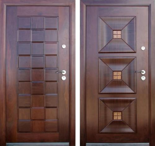 входная дверь с накладками из натурального дерева