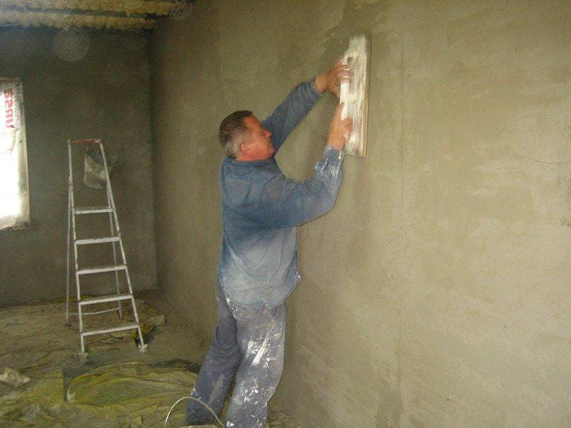 Как оштукатурить стену своими руками фото