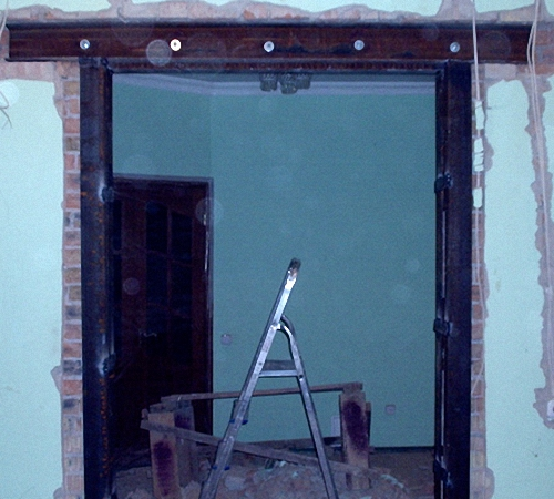 Проём в стене под дверь
