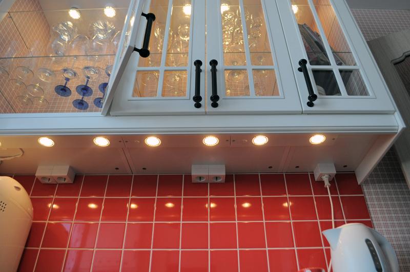 подсветка под шкафы для кухни фото