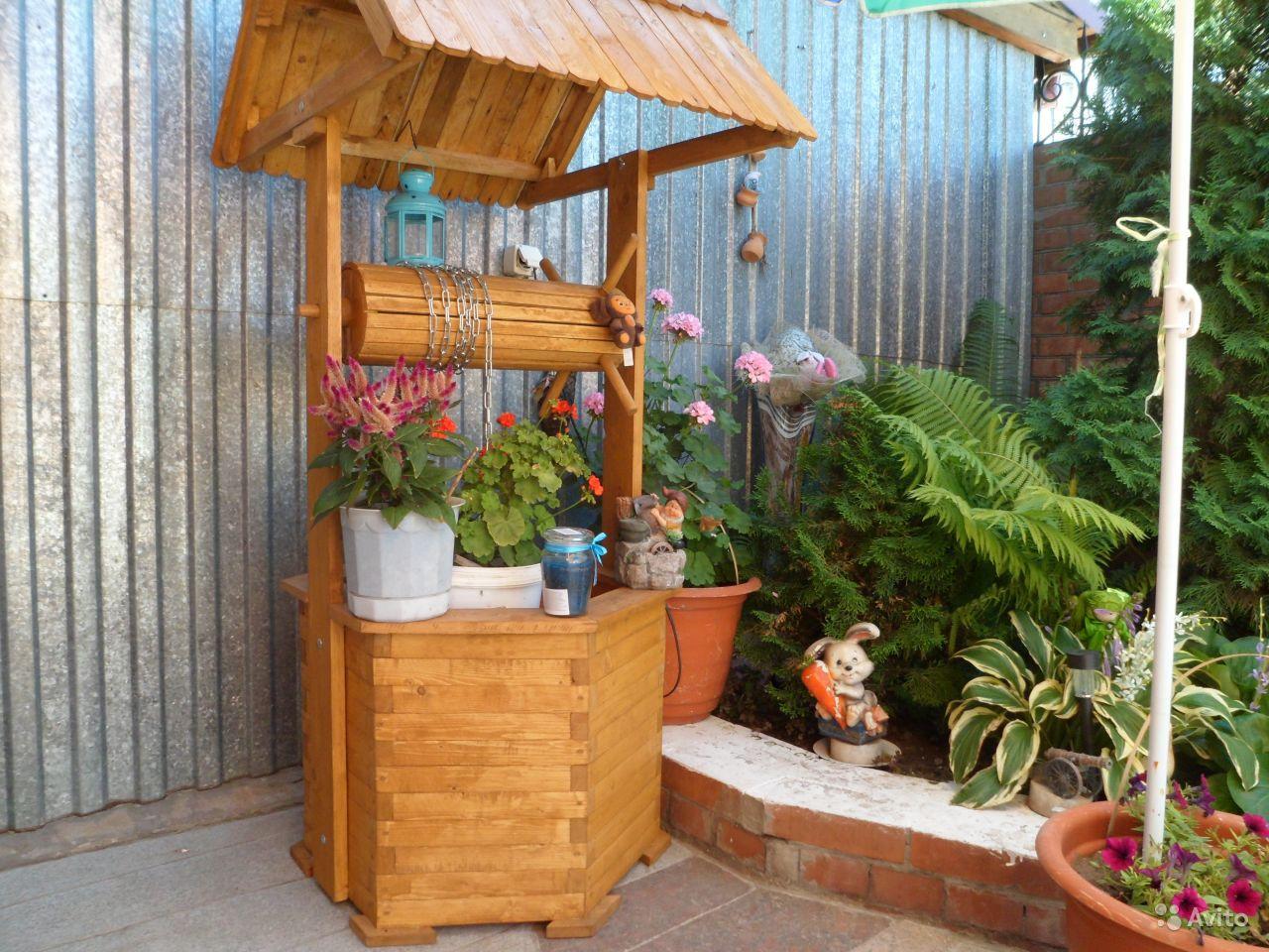 Декоративный колодец в дизайне сада фото