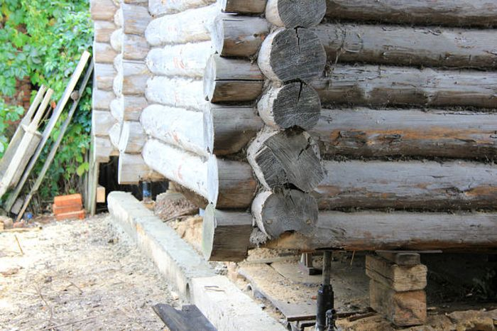 Замена нижних венцов деревянного дома своими руками