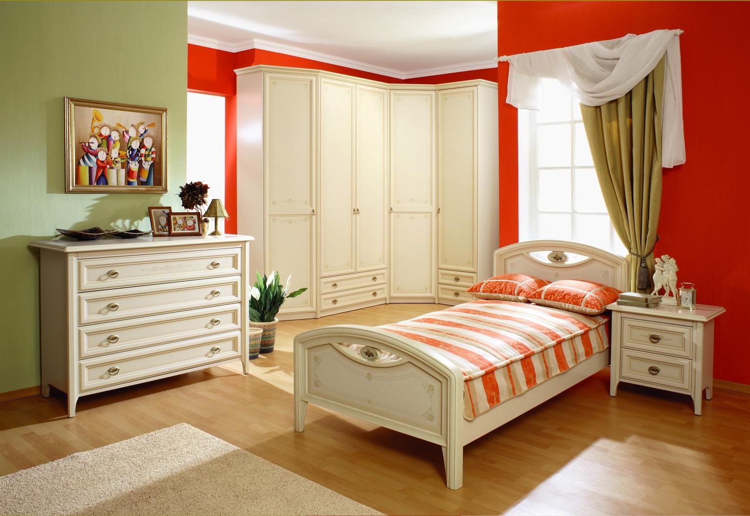 Мебель для спальни девушки.