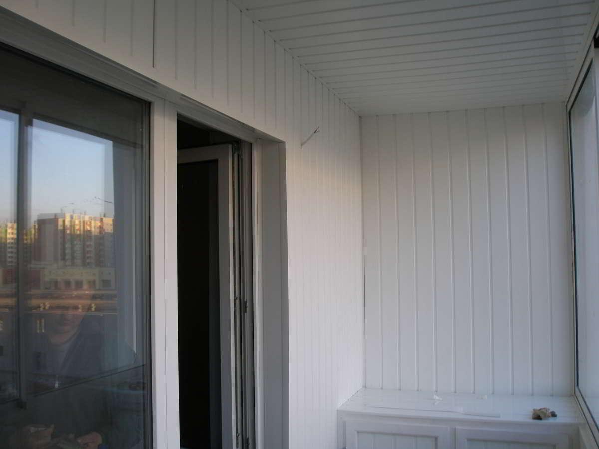 Как обшить балкон пластиковыми панелями. особенности обшивки.