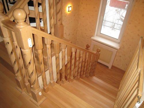 Лестница на второй этаж на даче, заказать лестницу для