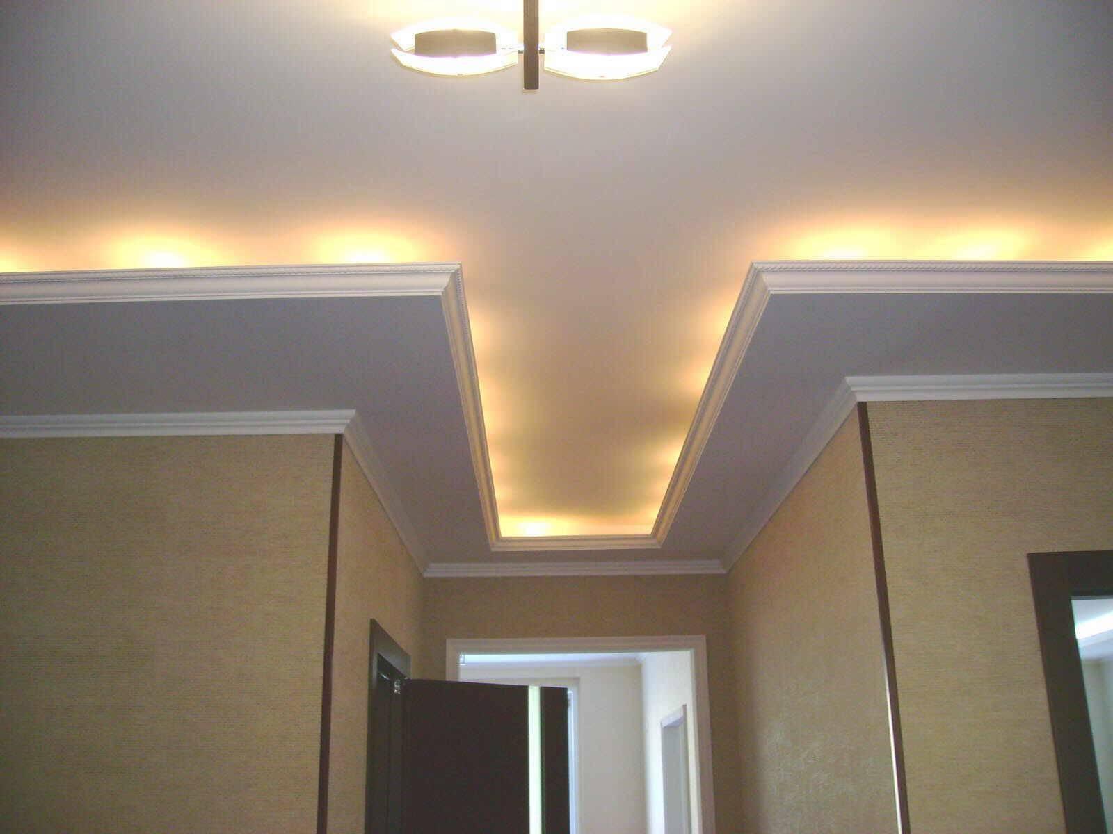 Дизайн потолка из гипсокартона кухни разной ширины