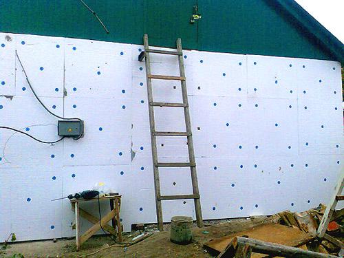 Утепление стен домов пенопластом своими руками