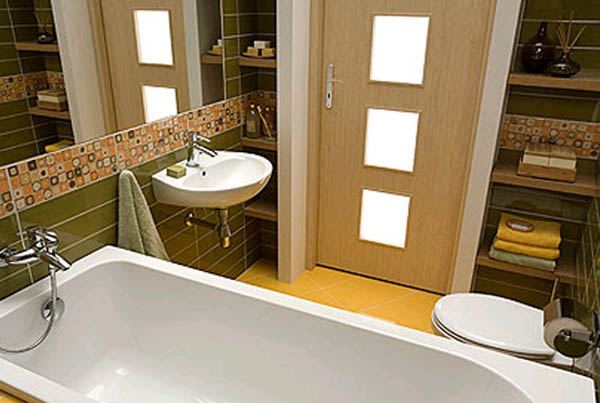 Установка двери в ванной комнате