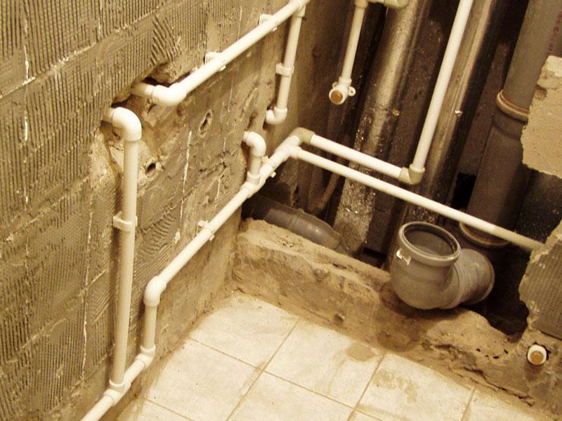 Разводка канализации и труб в ванной своими руками