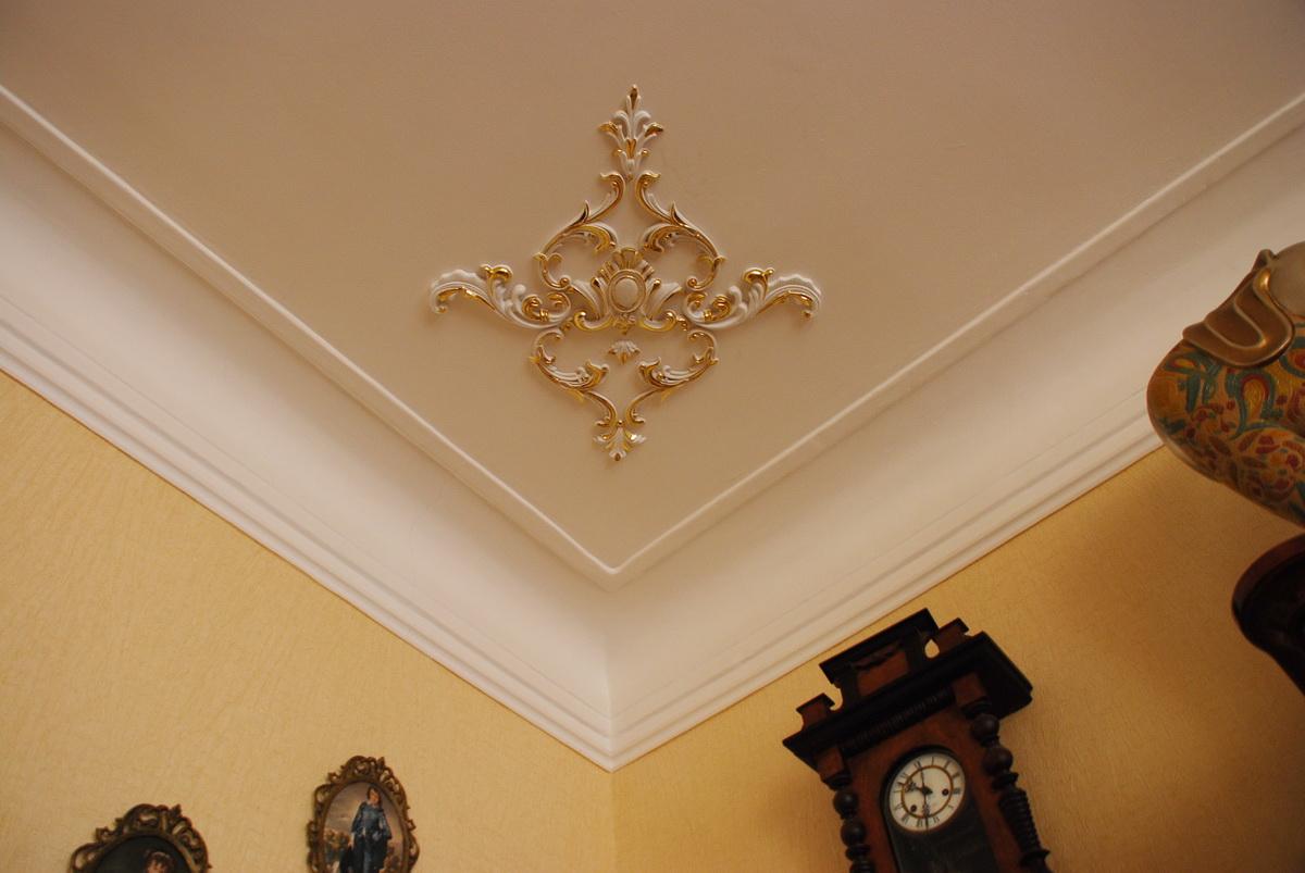 Элементы декора на потолок