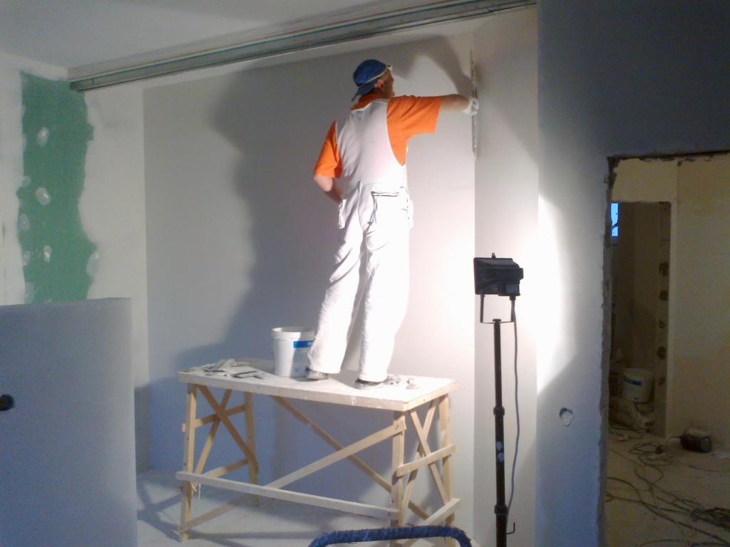 Как штукатурить стены под покраску своими руками