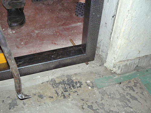 Установить входную металлическую дверь своими руками видео