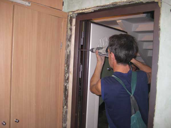 Как установить дверную коробку межкомнатной двери. Как установить дверную коробку. Как установить дверную коробкуИнформационный