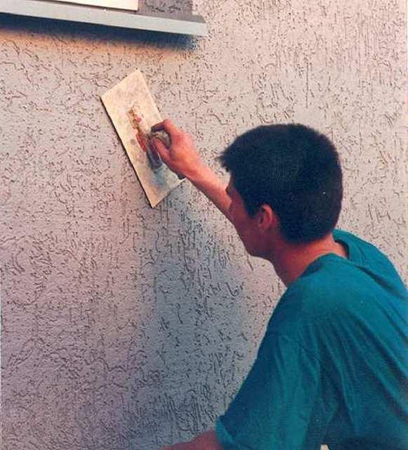 Как покрасить фасад после штукатурки