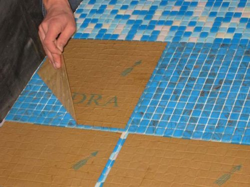 protsess-montazha-mozaiki-na-bumage
