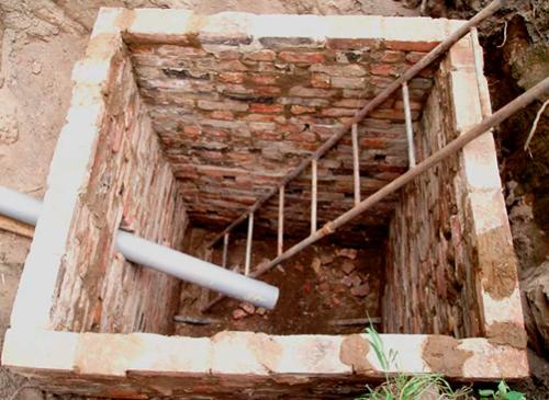 Яма для туалета на даче своими руками из кирпича