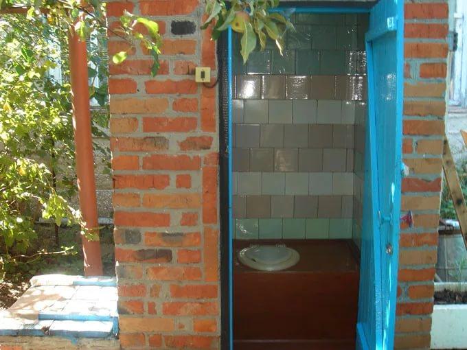 Туалет во дворе частного дома своими руками